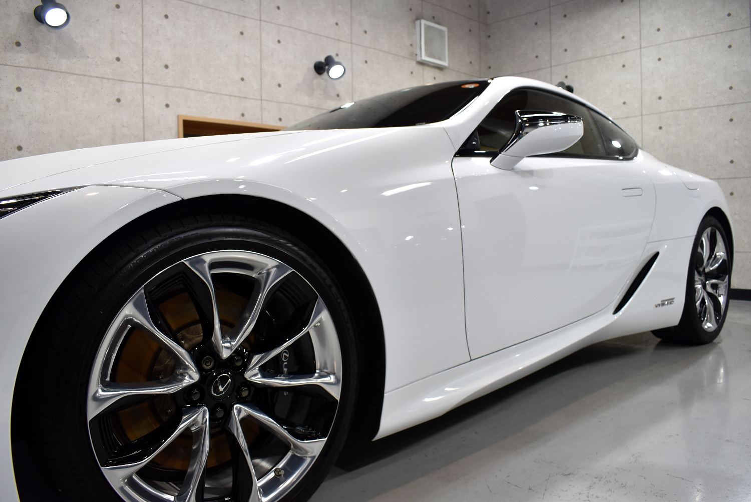 LC500h-16