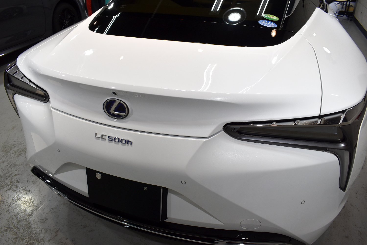 LC500h-23