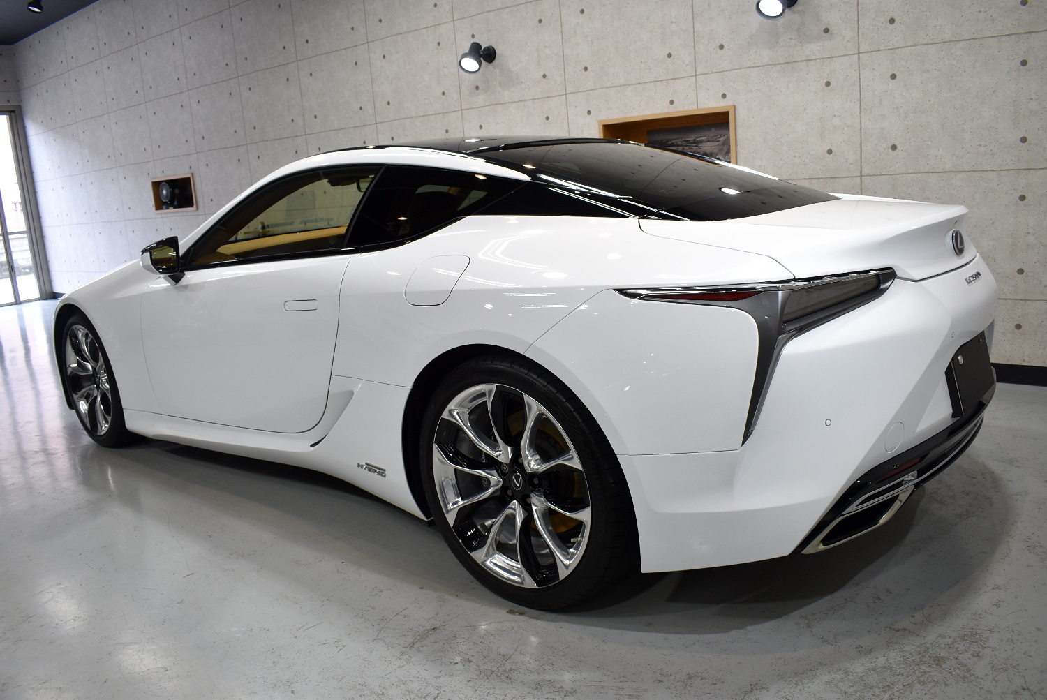 LC500h-25